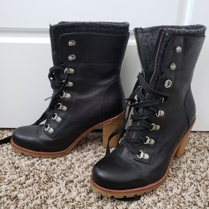 UGG lace up winter boot 8.5